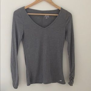 👚2/$12 hollister must have v neck long sleeve tee
